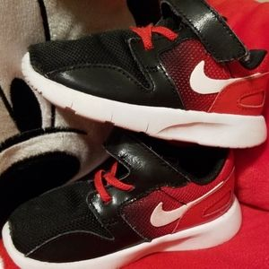 Nike 👦🏽Toddler 6c ❤Red & Black🖤Gradient Shoes